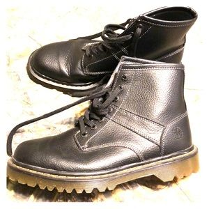 Like new Dr Martens men's 10